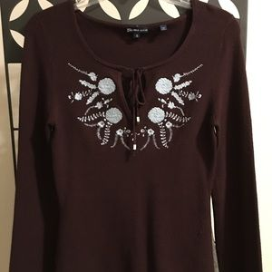 Long sleeve knit top with beautiful patterns